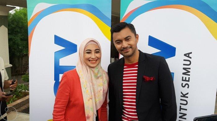 Pesinetron Anissa Trihapsari dan Anjasmara disela syuting sinetron Kisah Cinta Anak Tiri di kawasan Kebagusan, Pasar Minggu, Jakarta Selatan, Maret 2020.
