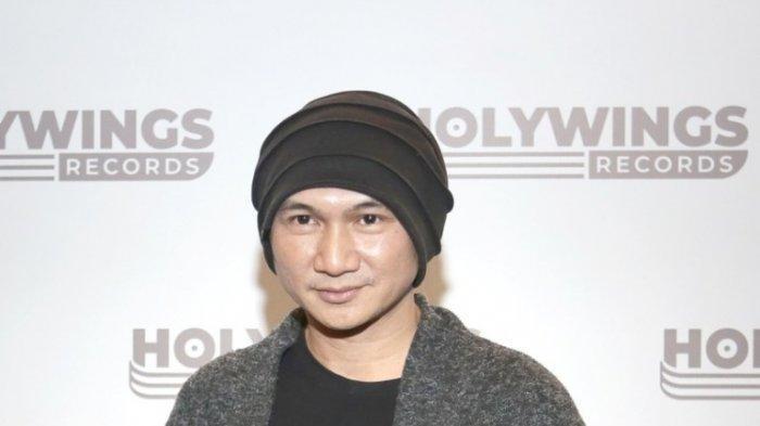 Anji Manji mengenalkan Holywings Academy dan Holywings Records di Epicentrum Walk, Kuningan, Jakarta Selatan, Selasa (7/7/2020).
