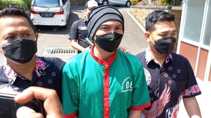 Musisi Anji Manji ketika tiba di RSKO Cibubur, Jakarta Timur, untuk menjalani proses rehabilitasi, Jumat (25/6/2021) siang.