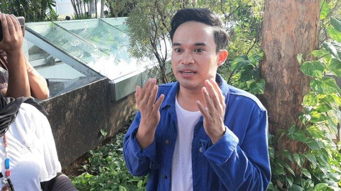 Komedian Anwar Sanjaya alias Anwar BAB ikut menanyakan dana umrah ke bisnis travel Taqychan Travel milik Taqy Malik. Anwar Sanjaya di Trans TV, Jalan Kapten Tendean, Mampang Prapatan, Jakarta Selatan, Selasa (23/6/2020).