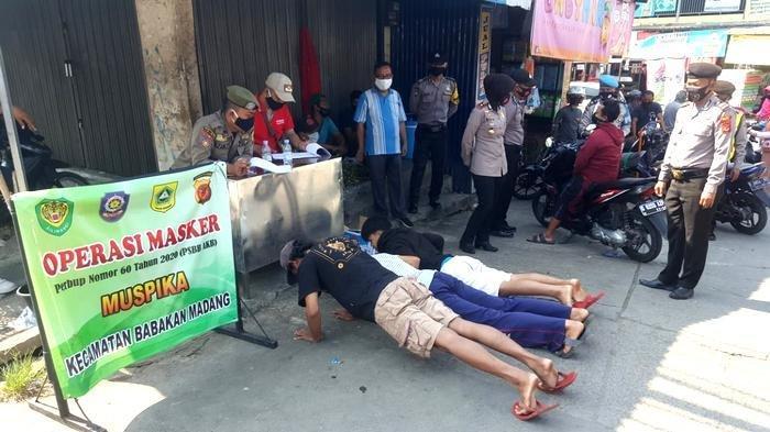 Tertibkan Warga Tak Bermasker, Polsek Babakan Madang Gelar Operasi Yustisi di Jalan Raya Citaringgul