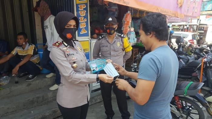 Aparat gabungan dari Tim Satgas Covid-19 Kabupaten Bogor menggelar operasi yustisi di Jalan Raya Citaringgul, Kecamatan Babakan Madang,  Sabtu (3/10/2020)