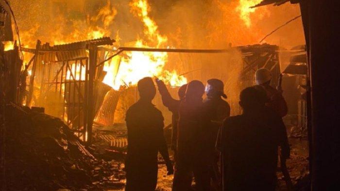 Gudang di Permukiman Padat di Kawasan Kembangan Utara Jakarta Barat Ludes Terbakar