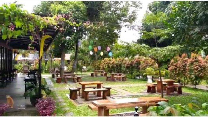 Area Kopi Kebun cukup luas dan asri, sehingga banyak pengunjung yang merasa tertarik untuk datang ke tempat kopi ini.