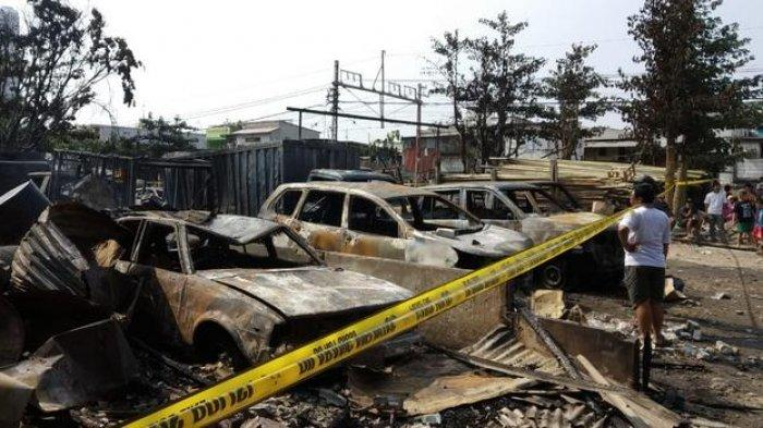Ada Suara Ledakan Mirip Ban Pecah Saat Api Membakar Area Parkir Kendaraan Warga di Pademangan Barat