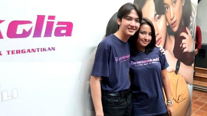 Ari Irham bersama Jennifer Coppen di jumpa pers film Generasi 90an Melankolia di Visinema Pictures, Cilandak, Jakarta Selatan, Selasa (10/3/2020).