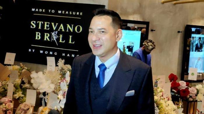 Gantikan Mendiang Adjie Massaid, Ari Wibowo Sudah 25 Tahun Promosikan Produk Lokal Indonesia Ini