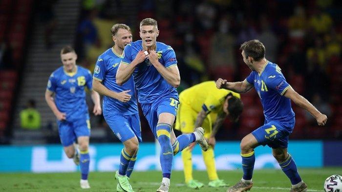 Artem Dovbyk mencetak gol kemenangan untuk Ukraina atas Swedia 2-1 di menit-menit akhir paruh kedua babak perpanjangan babak 1 besar Piala Eropa 2020, Rabu (30/6/2021) dinihari. Ukraina lolos ke babak perempatfinal dan selanjutnya akan menghadapi Inggris.