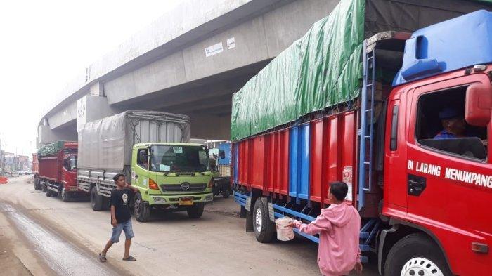 Warga dan Pengemudi Mengeluhkan Pembangunan Flyover Cipendawa yang Mengakibatkan Kemacetan Parah