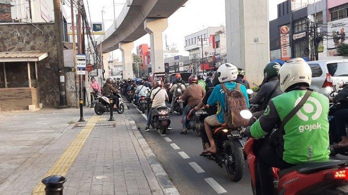 VIDEO Traffic Update: Arus Lalu Lintas di Jalan RS Fatmawati Raya Macet