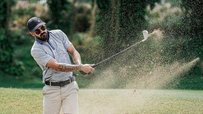 Aryn Williams mengisi waktu liburannya dengan bermain golf dan keliling Indonesia