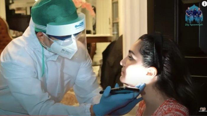 Ashanty diperiksa dokter di rumahnya