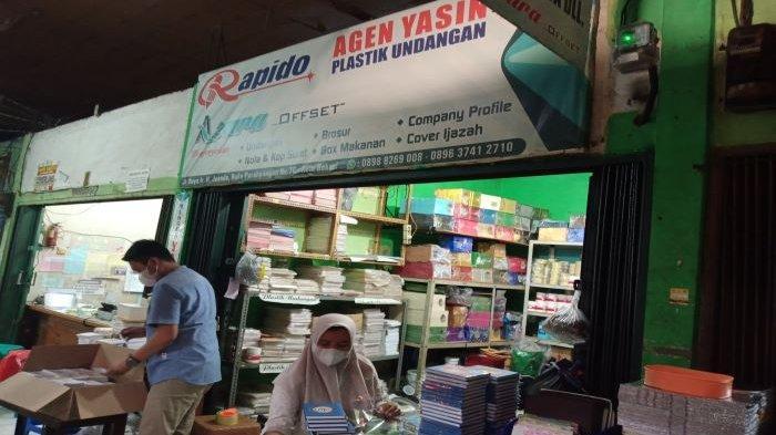 Cerita Asni Pengusaha Buku Yasin di Kota Bekasi: Ada Pembeli Datang Sambil Meneteskan Air Mata