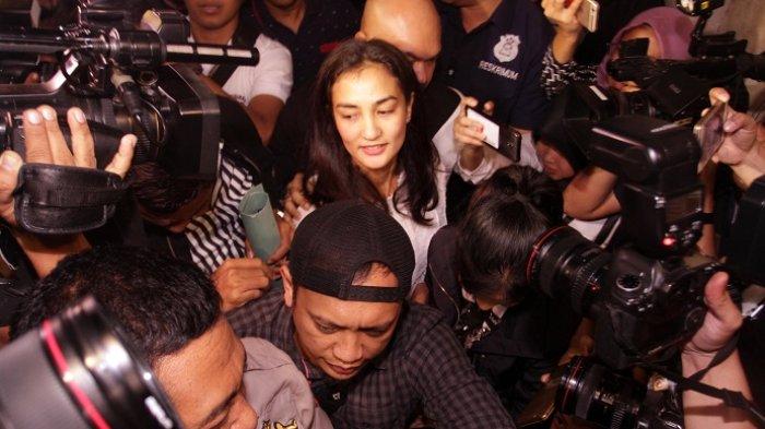 Atiqah Hasiholan Jalani Pemeriksaan Polda Metro Jaya dalam Kasus Hoax Ratna Sarumpaet
