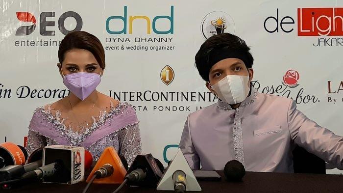 Atta Halilintar melamar Aurel Hermansyah di Hotel Intercontinental Pondok Indah, Jakarta Selatan, Sabtu (13/3/2021) siang. Mereka akan menikah pada 3 April 2021.