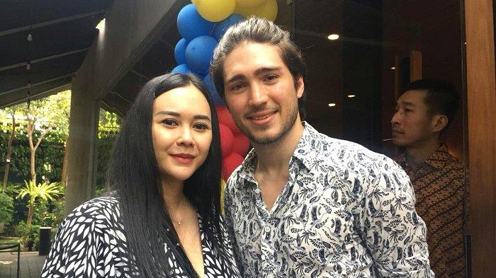 Aura Kasih dan Eryck Amaral