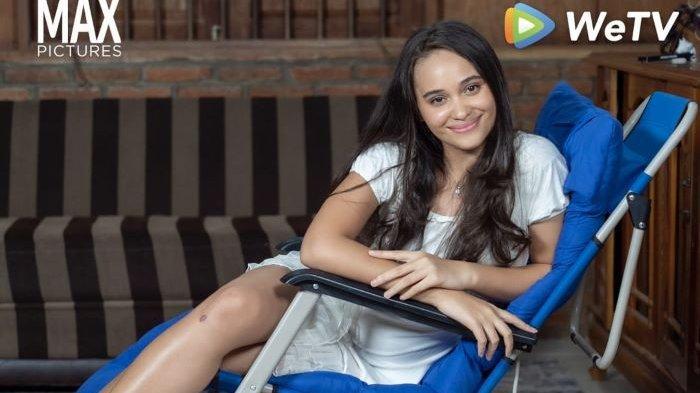 Aurora Ribero membintangi WeTV Original Kaget Nikah tayangan WeTV, Jumat (25/6/2021). Aurora Ribero beradu akting bersama sederet atis muda berbakat seperti Kevin Julio, Steffi Zamora hingga Fero Walandouw.