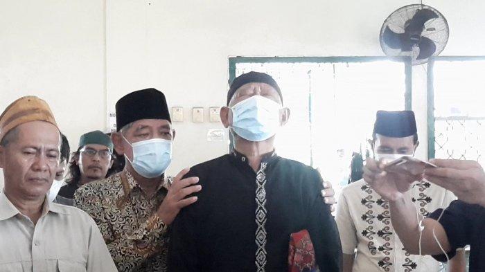 Tangisan Keluarga Warnai Kedatangan Jenazah Isti Yudha Prastika Korban Sriwijaya Air SJ 182