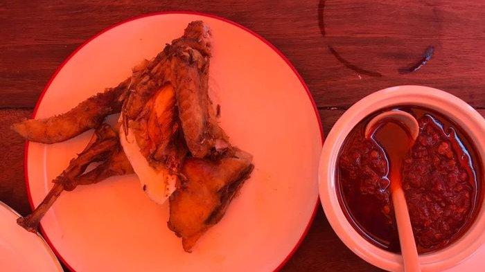Ayam Berkah, sajian legendaris dari Kebayoran Baru, Jakarta Selatan.