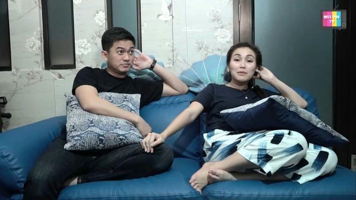 Ayu Ting Ting dan Adit Jayusman di kanal YouTube Qiss You TV yang diunggah, Jumat (1/1/2021).