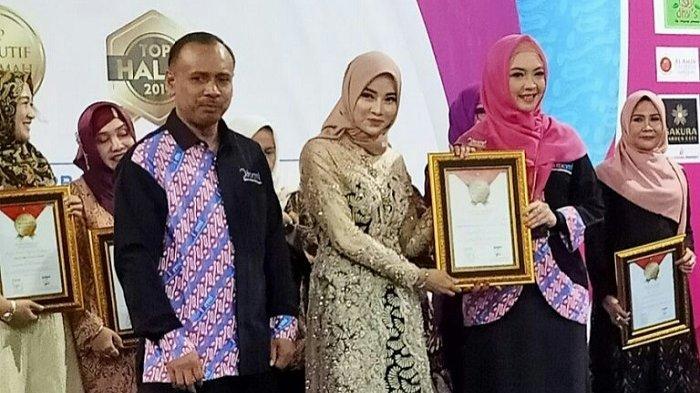 Ayu Widyaningrum Raih Top Eksekutif Muslimah Kategori Bisnis dari IPEMI