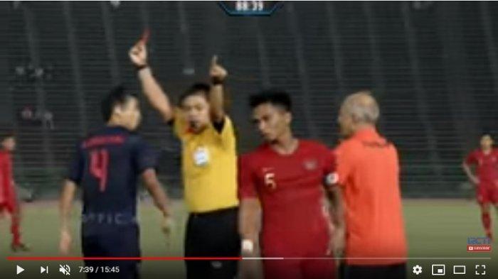 Setelah Dikartu Merah, Bagas Adi Nugroho Ngintip Teman-temannya Bermain dari Lorong Stadion