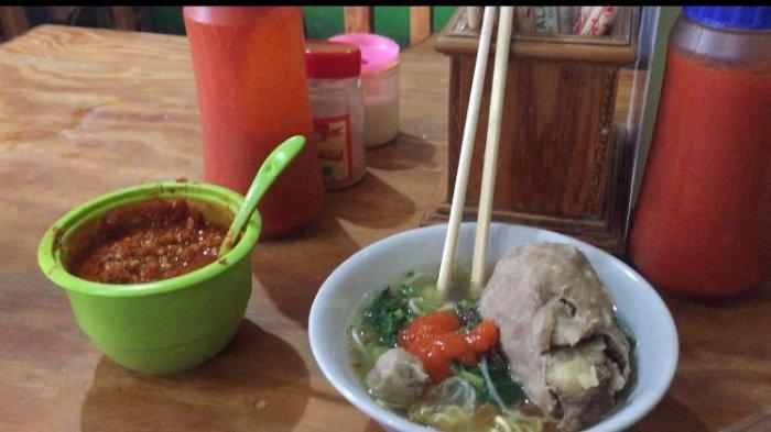 Bakso yang dijual di Warung Mie Ayam Bakso Doa Ibu di Sentul, Babakan Madang, Kabupaten Bogor
