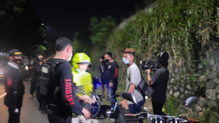Tim Patriot Polres Metro Bekasi Kota Bubarkan Aksi Balap Liar Puluhan Remaja