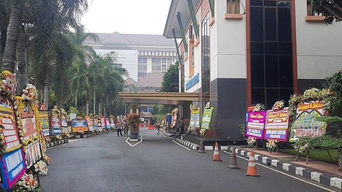 Suasana Balai Kota Depok jelang pelantikan Wali Kota dan Wakil Wali Kota Depok, Pancoran Mas, Kota Depok, Jawa Barat, Jumat (26/2/2021).