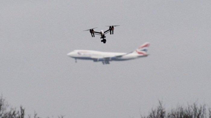 Gara-gara Dua 'Drone' Terbang, Bandara London Hentikan Seluruh Penerbangan