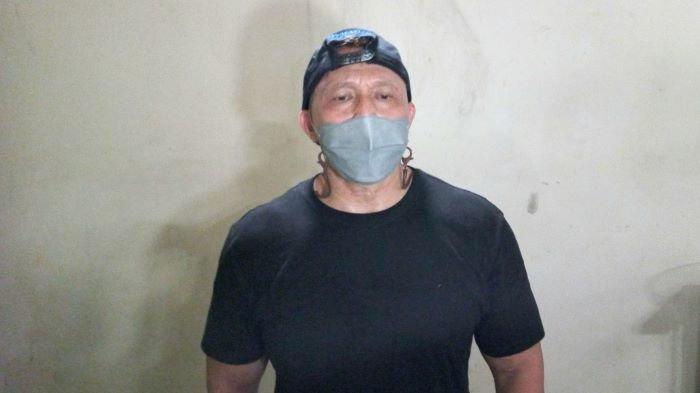 Pemain sinetron Bang Tigor di kawasan Mampang Prapatan, Jakarta Selatan, Senin (2/8/2021).