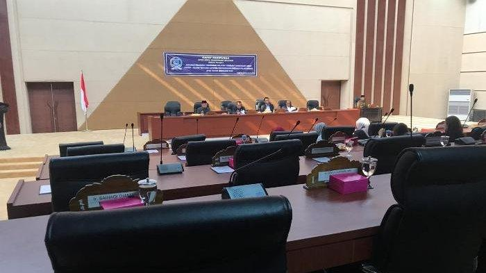 Anak Buahnya Pergi Tanpa Pamit Saat Rapat Paripurna, Wakil Wali Kota Tangsel Ditegur Pimpinan DPRD