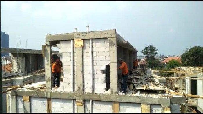 VIDEO: Enam Bangunan di Kalibata Dibongkar Petugas Karena Langgar IMB