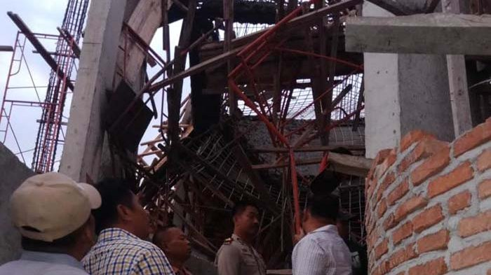 Kecelakaan Kerja, Evakuasi Pekerja Tertimpa Bangunan Terkendala Coran