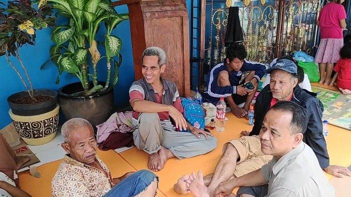 Warga Kebon Pala yang Kebanjiran 4 Meter Belum Dapat Bantuan, Keluar Rumah Pakai Tali Jemuran