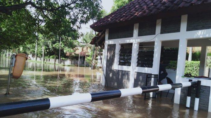 Wagub Gubernur DKI Ahmad Riza Patria Sebut Posko Pengungsian Banjir Sesuai Protokol Kesehatan