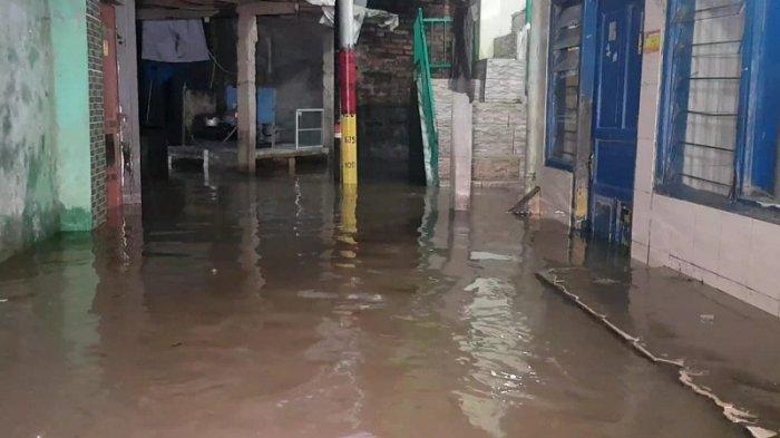 Satimah Akui Banjir yang Menerjang Permukiman Kebon Pala Tidak Cepat Surut