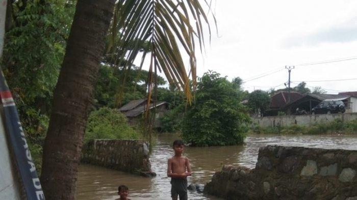 Tanggul Kali Jebol Desa Gunung Kaler Kabupaten Tangerang Dilanda Banjir