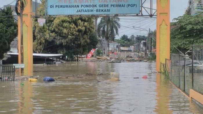Korban Banjir Bekasi Masih Bertahan di Tenda Pengungsian