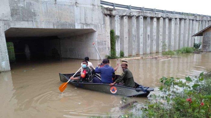 Hujan Lebat yang Menyebabkan Banjir Membuat Akses Jalan di Kabupaten Tangerang Lumpuh