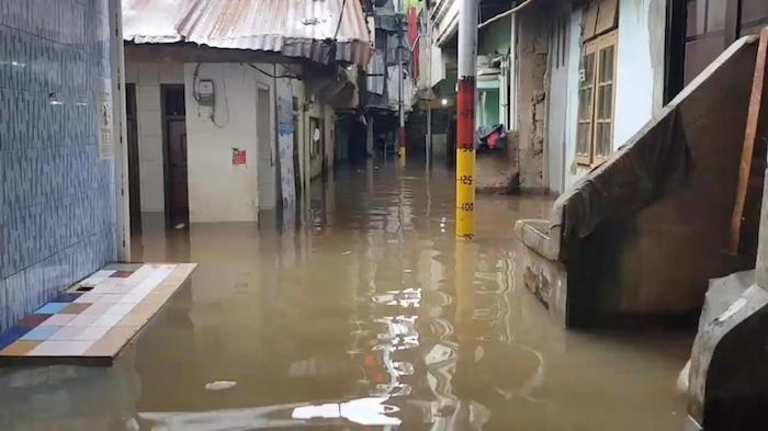 Pemukiman Warga di Kebon Pala Terendam Banjir 1 Meter Jumat (5/2) Pukul 03.00 WIB
