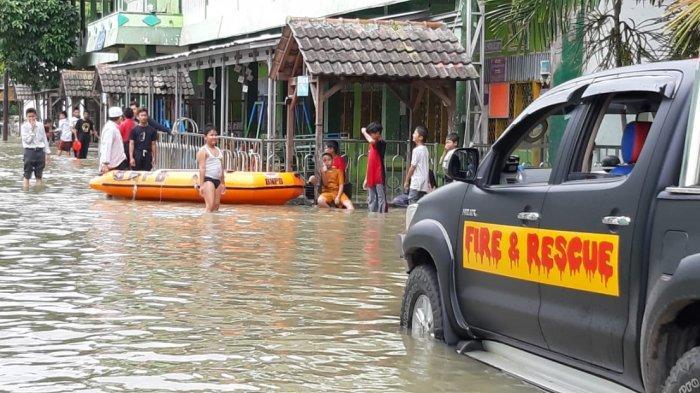 Banjir Setinggi Satu Meter Rendam Rumah Warga di Kecamatan Kresek Kabupaten Tangerang