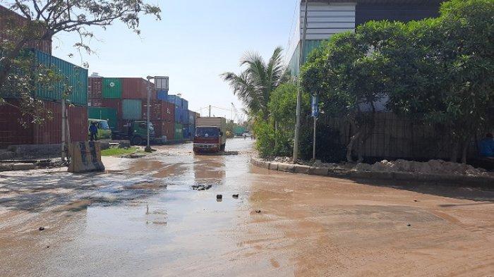 Dampak gerhana bulan total, kawasan Pelabuhan Sunda Kelapa, Pademangan, Jakarta Utara alami banjir rob, Kamis (27/5/2021) (Desy Selviany)