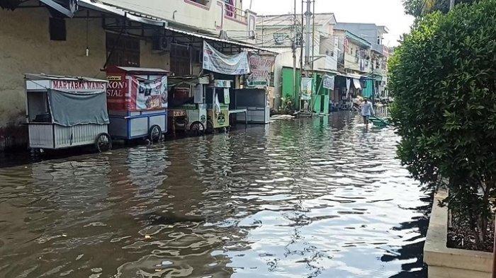 Kondisi pemukiman warga di Muara Angke terendam banjir rob selama empat hari ini.