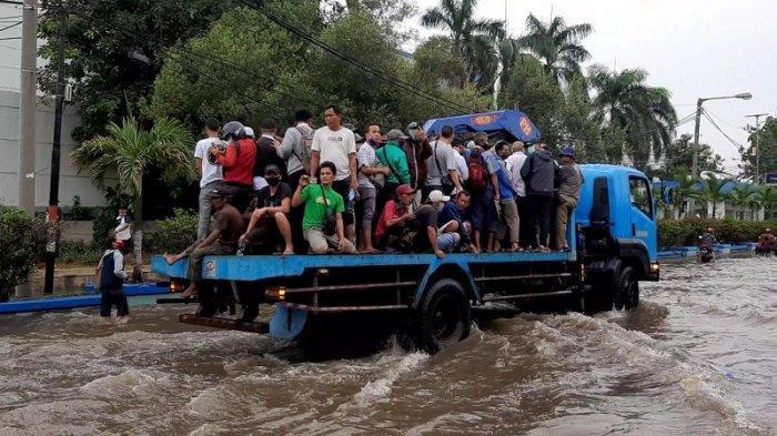 Banjir Rob, Aktivitas Transportasi di Pelabuhan Muara Baru Lumpuh, Tiga RT di Kalideres Tergenang