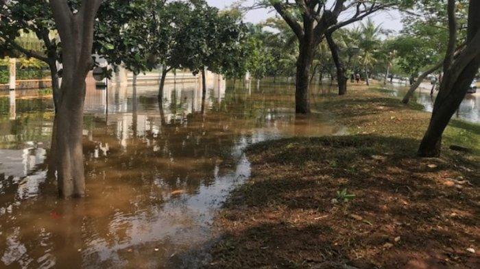 Akibat Air Pasang dan Tanggul Jebol, Ketinggian Banjir Rob di Komplek Pantai Mutiara Capai 1 Meter