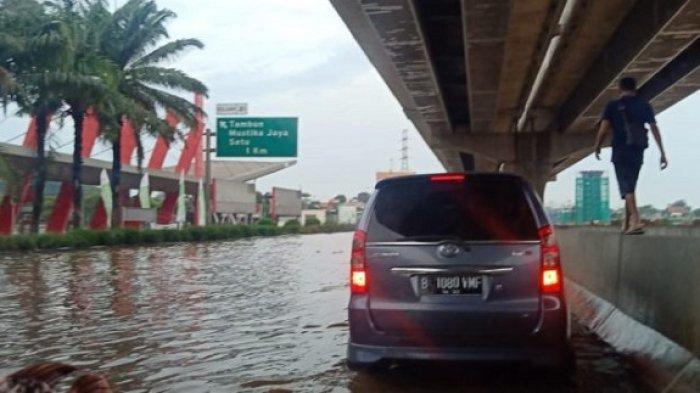 Jalan Tol Jakarta-Cikampek KM 19 Masih Banjir dan Macet Parah, Diberlakukan Lajur Lawan Arah