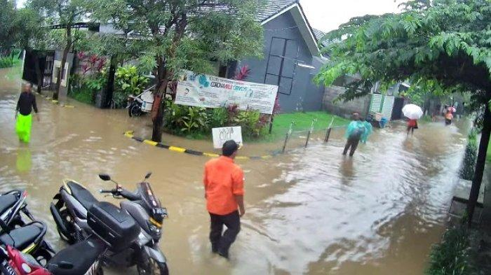 Perum Villa Mutiara Wanasari Cibitung Kabupaten Bekasi Banjir Setinggi Satu Meter