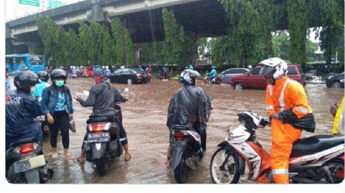 Pagi Ini Banjir Setinggi 20-30 Cm di Sebagian Jakarta dan Tangerang