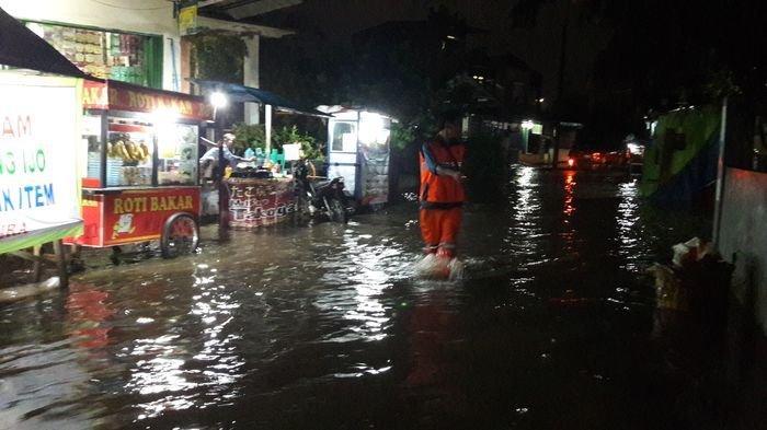 Hujan Sejak Senin Malam hingga Selasa Dini Hari, Sejumlah Titik di Jakarta Utara Tergenang